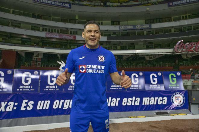Pablo Aguilar renovó por un año más con Cruz Azul