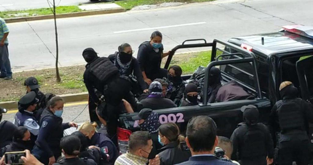 Detienen a 10 mujeres por manifestarse contra violador de menores en Jalisco