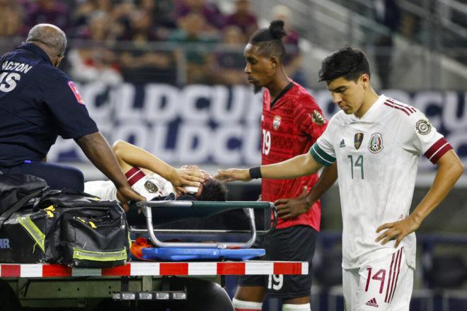 """""""Chucky"""" Lozano dejó el hospital; es baja de la Copa Oro"""
