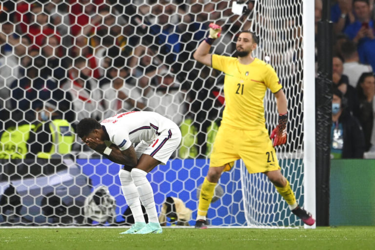 Condena federación inglesa insultos racistas a jugadores