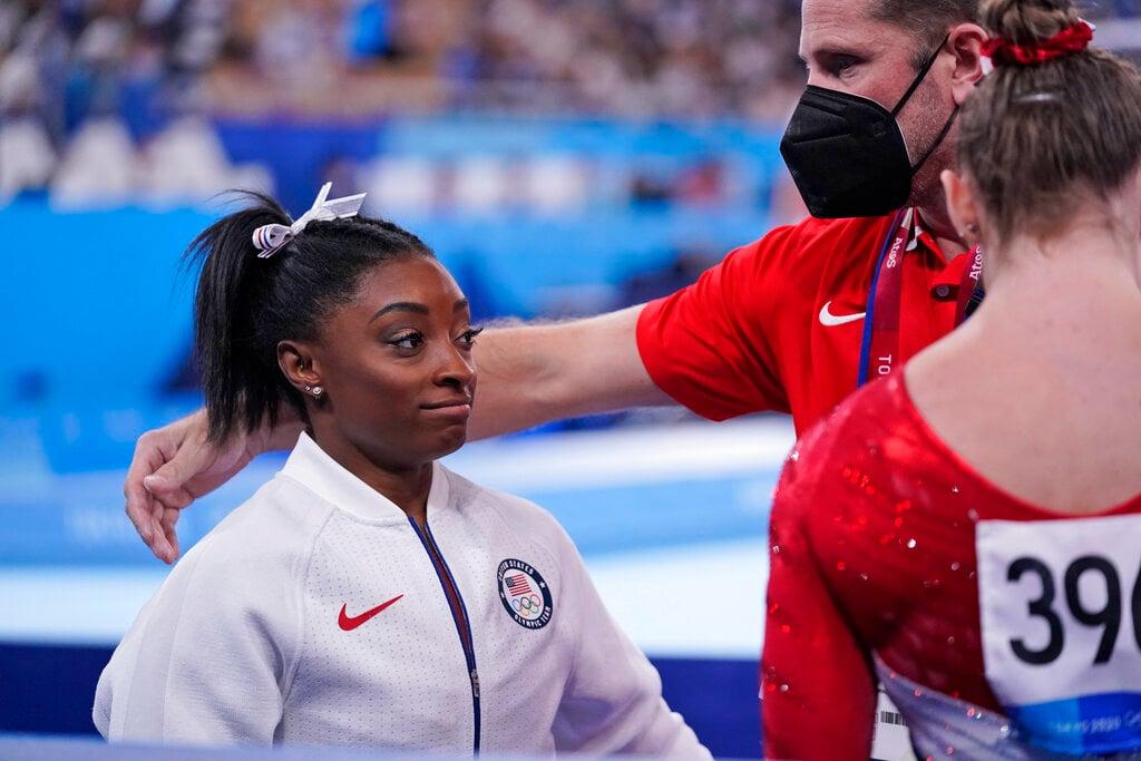 "Michael Phelps 'abraza' a Simone Biles: ""está bien no estar bien"""