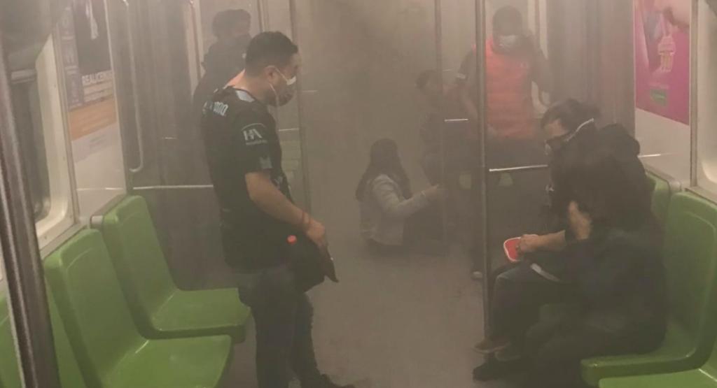 Otra vez el metro: vagones se llenan de humo en L3; usuarios reportan falta de aire (VIDEO)
