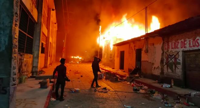 Habitantes de Pantelhó catean e incendian casas y retienen a 14 pobladores