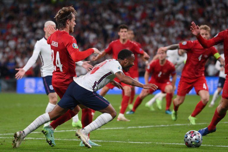 Con polémica, Inglaterra está en la final de la Eurocopa