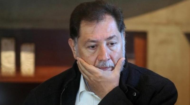 Fernández Noroña reaparece sin cubrebocas tras dar positivo a COVID