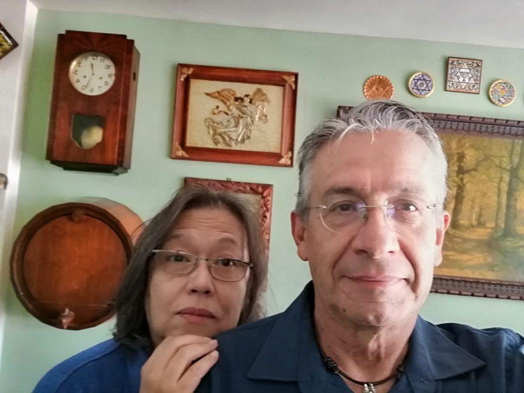 Dolores y Jesús, la historia de un matrimonio de empacadores que vive de las propinas en CDMX
