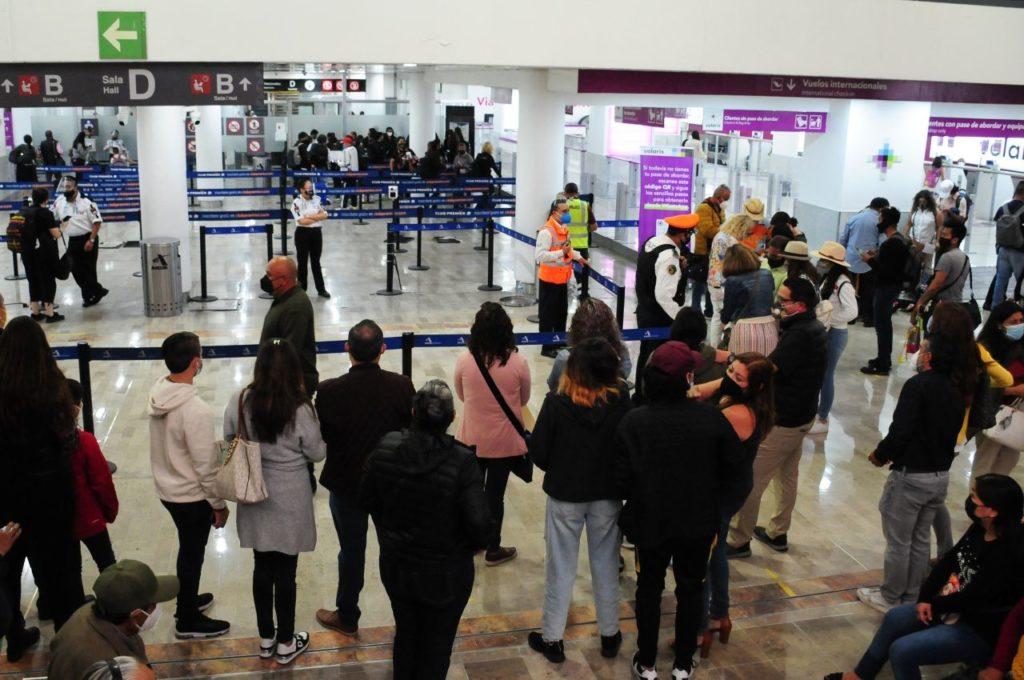 Caos en AICM: falla en radares provoca retrasos en vuelos entre México y Estados Unidos