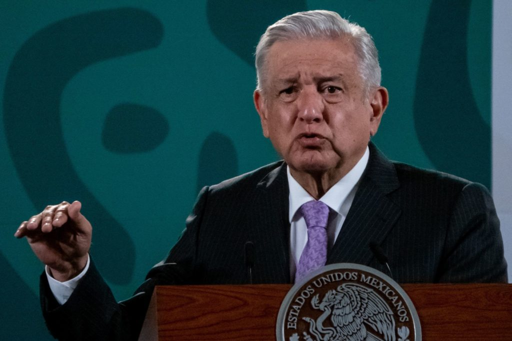 AMLO admite no ha cumplido con descentralización de gobierno y mudar secretarías a estados