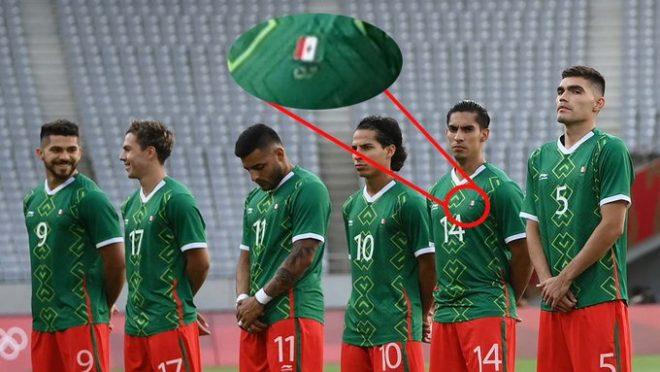 Patrocinador pone de cabeza la bandera de México en uniforme de la Selección Olímpica