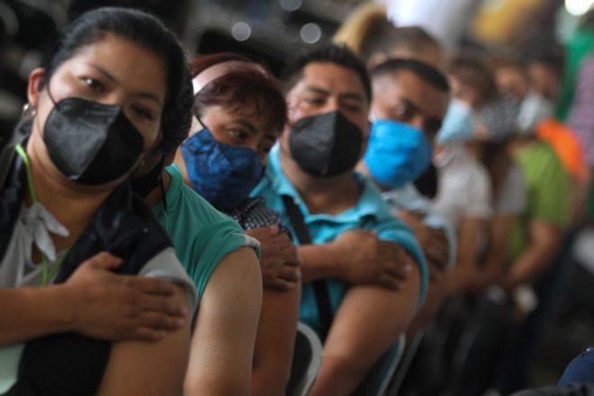 Los centros de trabajo no pueden negar a empleados el permiso para irse a vacunar: STPS