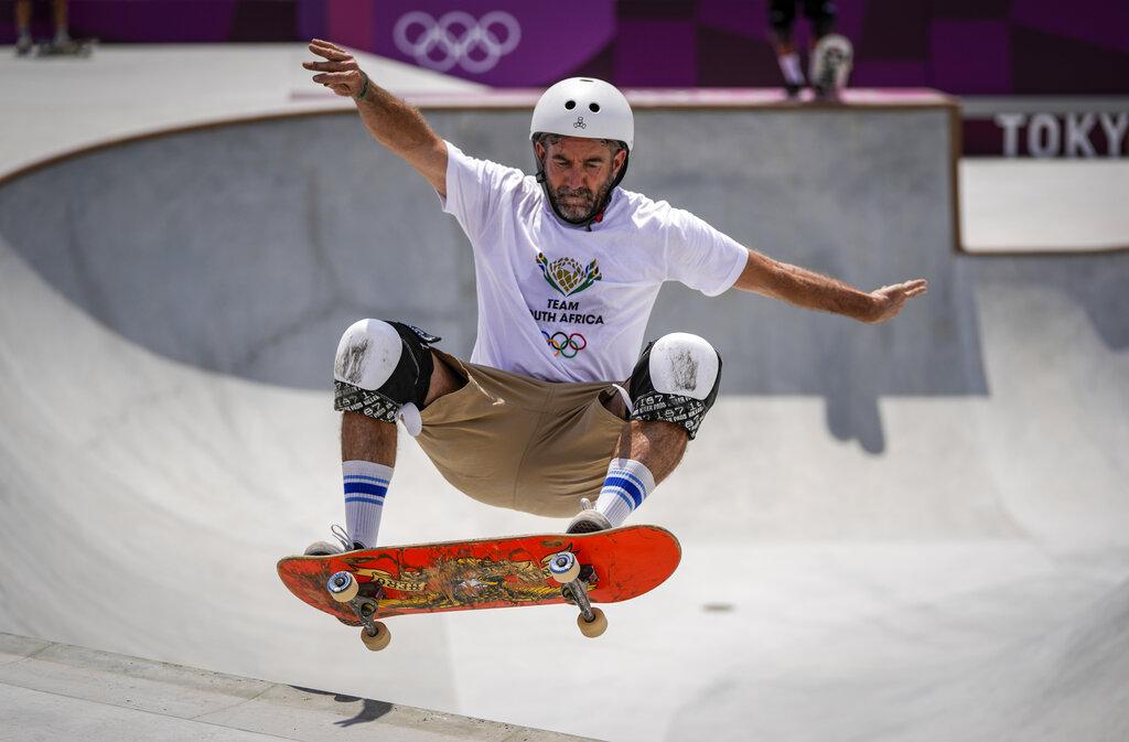 Tiene 46 años, nunca ha tenido un trabajo real... pero es skater olímpico