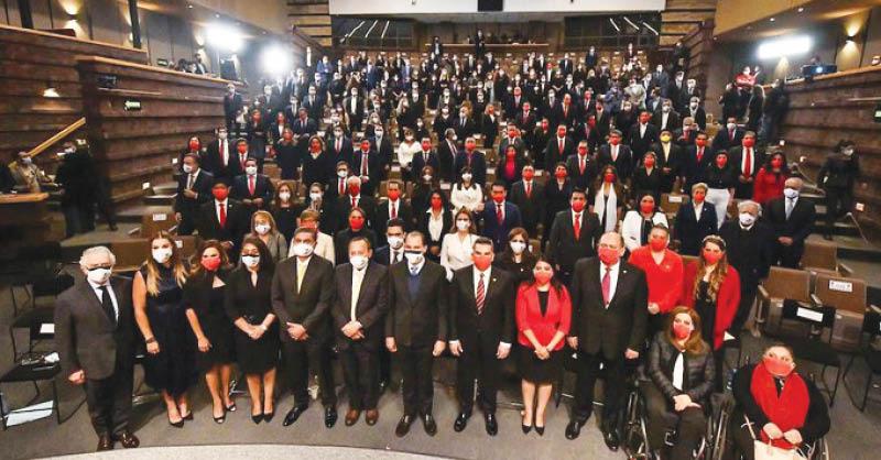 A la LXV Legislatura llegan 35 mujeres y 36 hombres del PRI