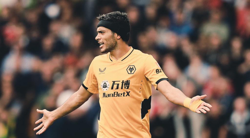 Wolverhampton no cede a Jiménez; FIFA amaga sanción