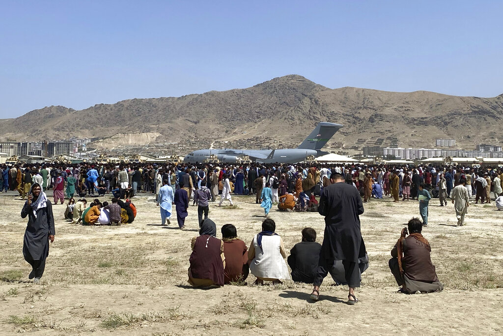 """El Talibán anuncia """"amnistía"""" en todo Afganistán e invita a mujeres a su gobierno"""