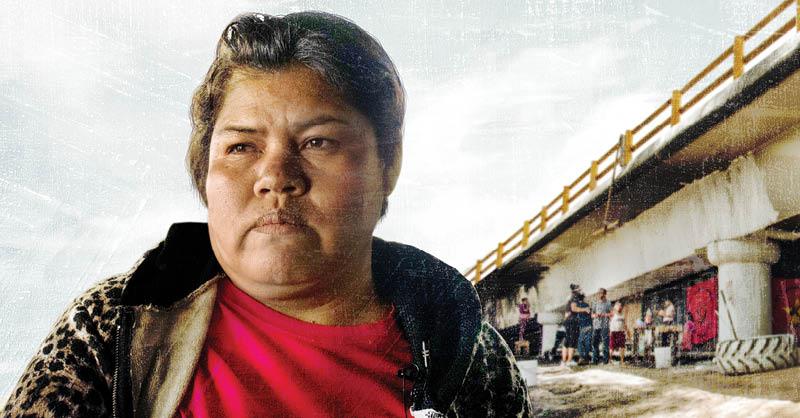Jovita es una mujer mazahua que emigró de Michoacán a la Ciudad de México en busca de mejores oportunidades, pero ahora vive en un bajopuente