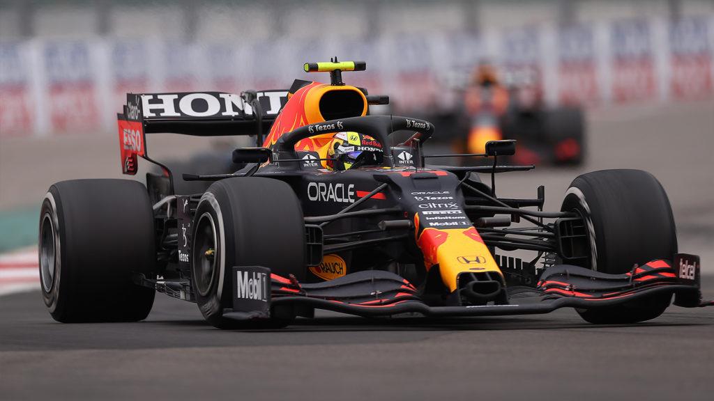 'Checo' Pérez acarició el podio, pero se escapó; Hamilton logró su triunfo 100 en F1