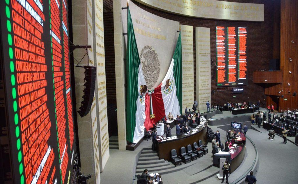 Morena le cumple a AMLO: aprueban revocación de mandato y pregunta de la consulta