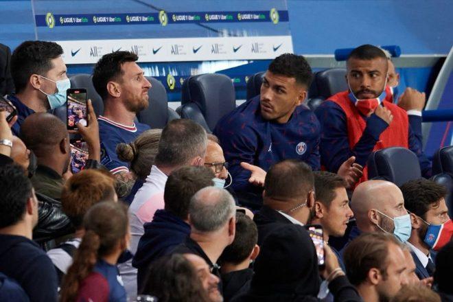 Lionel Messi mostró su molestia al ser sustituido.