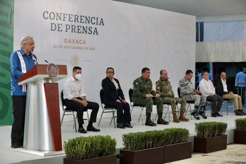 AMLO encabeza mañanera en Oaxaca; Murat asegura ha bajado la pobreza en el estado