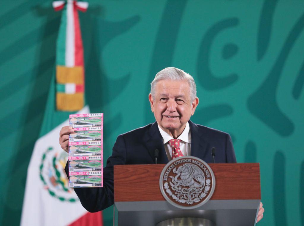 amlo-invita-a-comprar-cachitos-de-loteria-para-ganar-palco-en-el-azteca-se-van-a-rayar