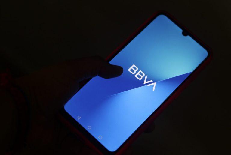 BBVA anuncia beneficios y recompensas para sus clientes tras caída masiva del domingo