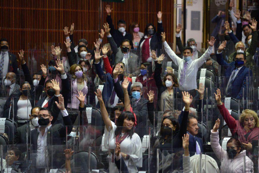 Aprueban Morena y aliados Ley de Juicio Político y Declaración de Procedencia; oposición impugnará