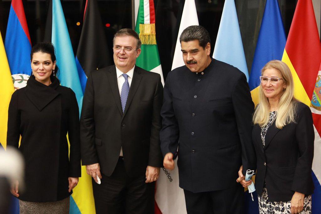 Nicolás Maduro llega a México para cumbre de la CELAC; lo recibe Marcelo Ebrard en aeropuerto