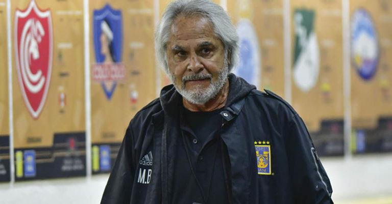 """El famoso """"Doctor"""" Mejía barón vuelve al club donde se erigió campeón del futbol mexicano, lo que lo llevó al Tri."""