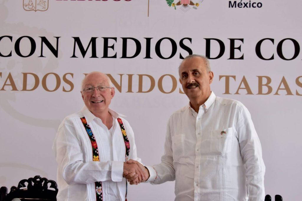 """""""No nos podemos distraer"""", embajador de EU habla sobre petición de AMLO a favor de Cuba"""