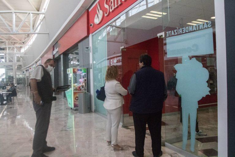¿No puedes retirar o pagar con tarjetas Santander? No eres tú, el banco está fallando