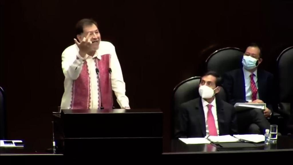 Noroña hace seña obscena y revienta contra la oposición, Calderón y Margarita Zavala (VIDEO)