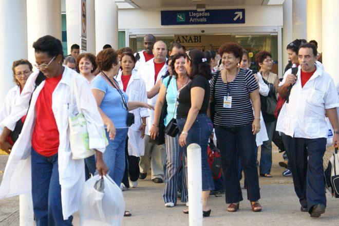 """PAN revela supuesto Cubagate: AMLO y Sheinbaum habrían contratado """"falsos médicos"""" cubanos"""