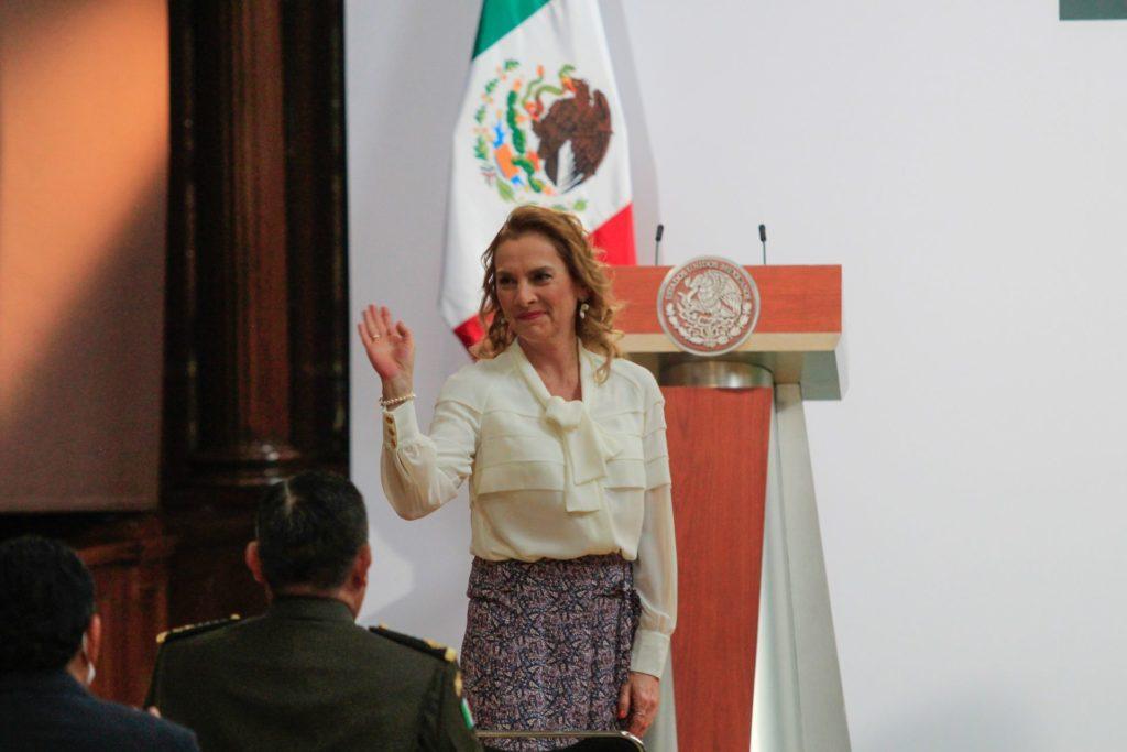 """Senadores de Morena respaldan a Gutiérrez Müller: """"Eres una mujer muy querida en México"""""""