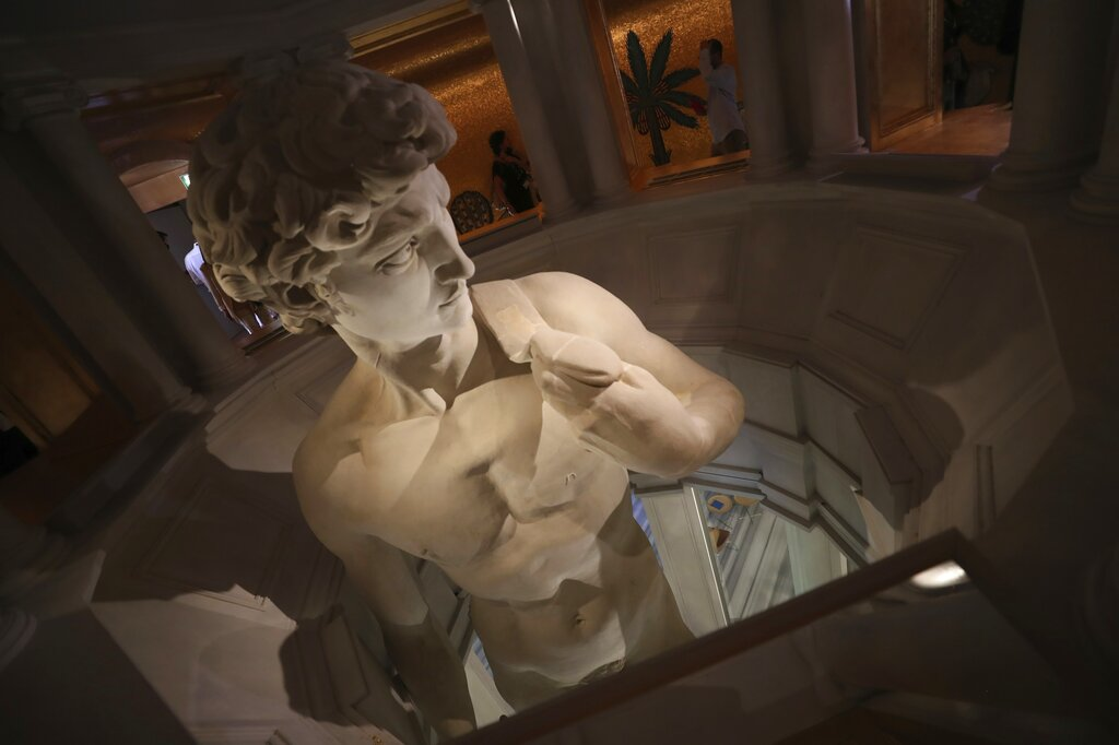 ¿Arte o censura? Expo muestra sólo parte superior de David; evitan que se vea desnudo