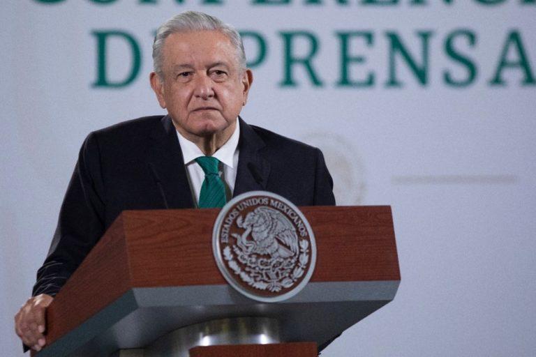 AMLO no suelta a la UNAM: 'Fue puesta al servicio del régimen neoliberal' (VIDEO)