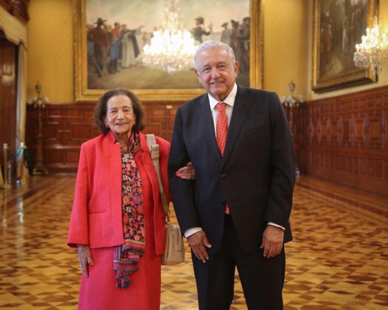 AMLO se reúne con Ifigenia Martínez tras faltar a entrega de Medalla Belisario Domínguez