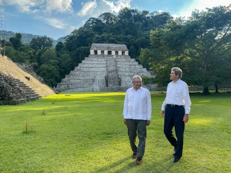 AMLO: Una muy buena reunión con John Kerry; México disminuirá gases de efecto invernadero