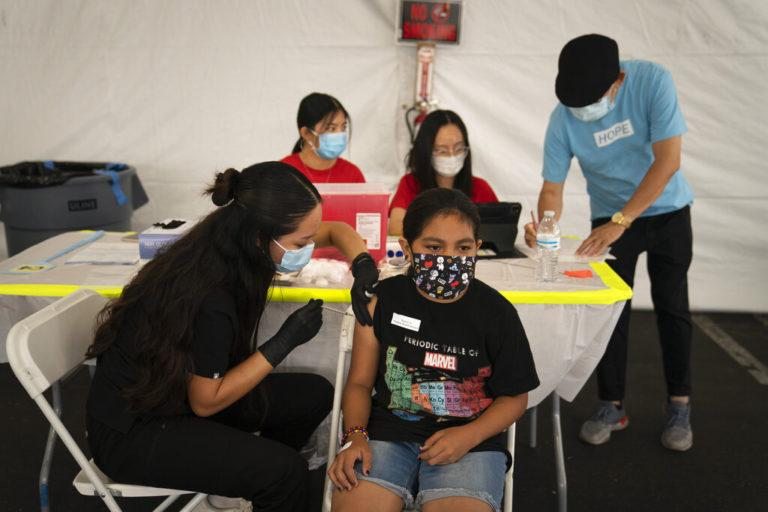 Así es como EU vacunará contra COVID a 28 millones de niños en farmacias y escuelas