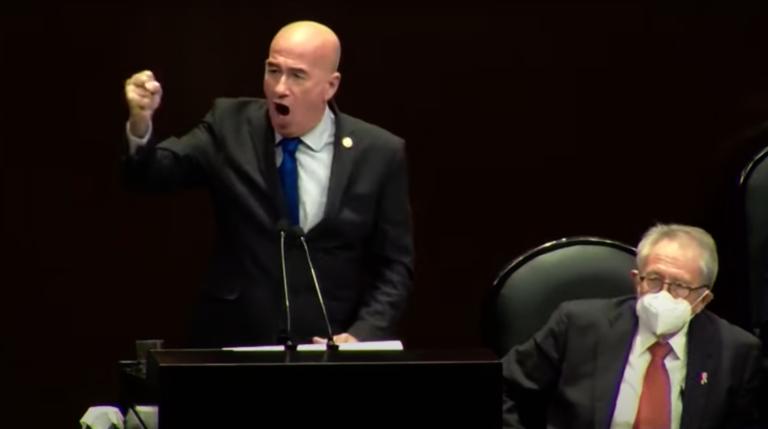 Con goyas, diputados de oposición expresan apoyo a la UNAM ante críticas de AMLO (VIDEO)