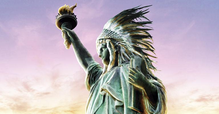 El día de ayer, en todos los edificios públicos de Estados Unidos la bandera nacional se extendió en honor al Día de los Pueblos Indígenas,