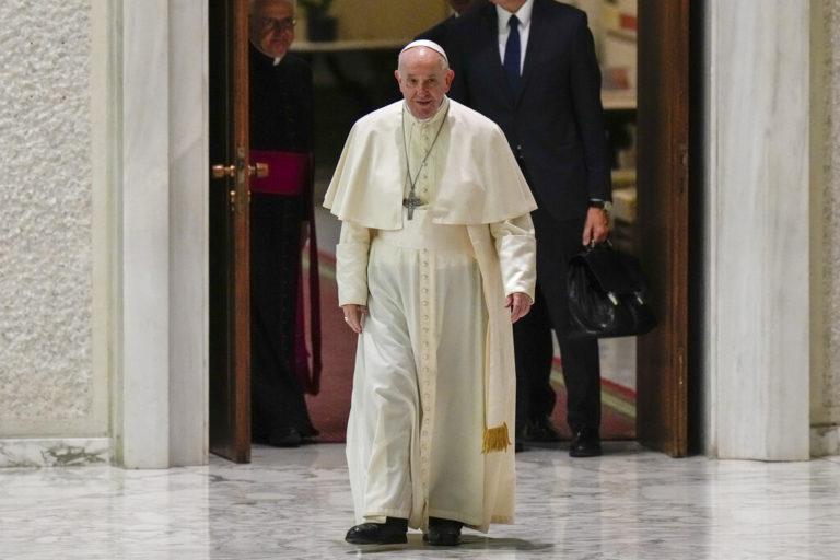"""""""Esto es mi vergüenza"""", dice papa Francisco por abuso masivo de menores en Iglesia francesa"""