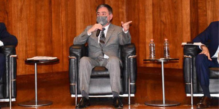 El secretario de Seguridad Pública, Aldo Fasci, llegó escoltado al restaurante El Invernadero.