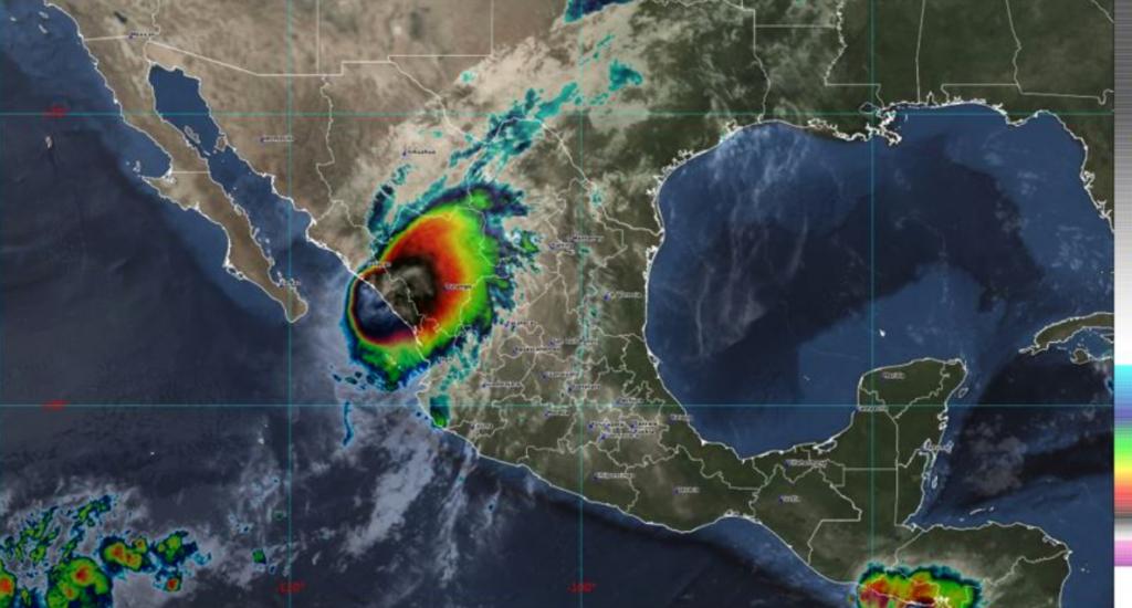 Pamela recobra fuerza de huracán y toca tierra en costas de Mazatlán, Sinaloa (VIDEO)