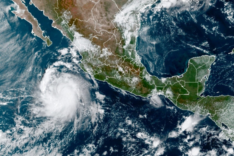Pamela se convierte en huracán y avanza peligrosamente hacia Sinaloa; golpearía en Mazatlán