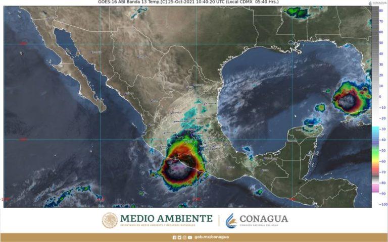Rick impacta en Lázaro Cárdenas como huracán categoría 2; genera fuertes lluvias (VIDEO)
