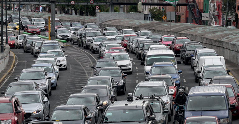 La Ciudad de México es una de las urbes con más circulación en el mundo, pero los ingresos por tenencia han disminuido un 22 por ciento